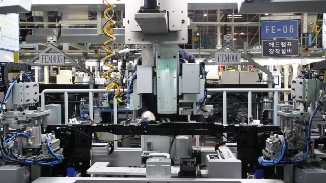 vídeos de stock, filmes e b-roll de an employee assembles a vehicle dashboard module on the production line at the hyundai mobis co factory in asan south chungcheong south korea on... - produto interno bruto