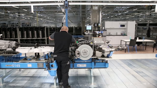 stockvideo's en b-roll-footage met an employee works on the chassis of a mercedes s-class luxury sedan on the production line at the mercedes-benz ag factory 56 in sindelfingen,... - chassis