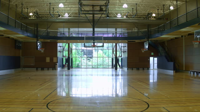 an empty basketball court during daytime - スポーツコート点の映像素材/bロール