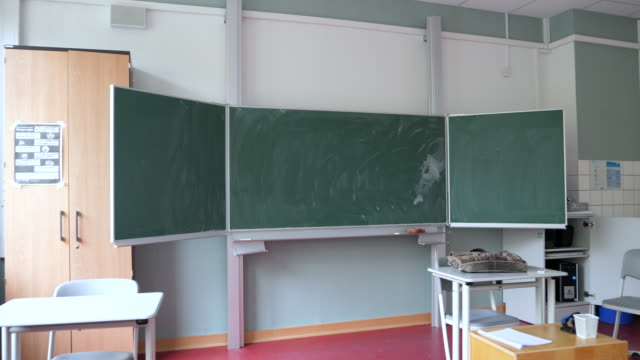 an empty classroom before twelve-graders come back to school for the first time since march, whereby the lessons for each pupil take place only every... - sekundarstufe stock-videos und b-roll-filmmaterial