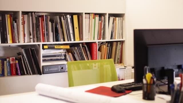 Ett tomt skrivbord av arkitekt