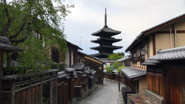 an empty street leading to hokan-ji temple is pictured on april 23, 2020 in kyoto, japan. foreign visitor numbers to japan have fallen by 99.9 per... - kyoto prefecture stock videos & royalty-free footage