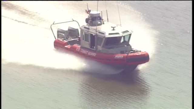 an estimated 25000 gallons of diesel fuel was found in the mississippi river following a pipeline leak at a product terminal owned by phillips 66 on... - conocophillips stock-videos und b-roll-filmmaterial