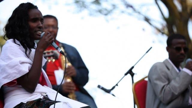 vídeos de stock e filmes b-roll de an ethiopian festival blends some of the best of the country's traditional and modern music - corno de áfrica