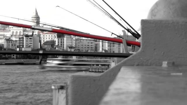 橋の上の夕べ - イスタンブール 金角湾点の映像素材/bロール