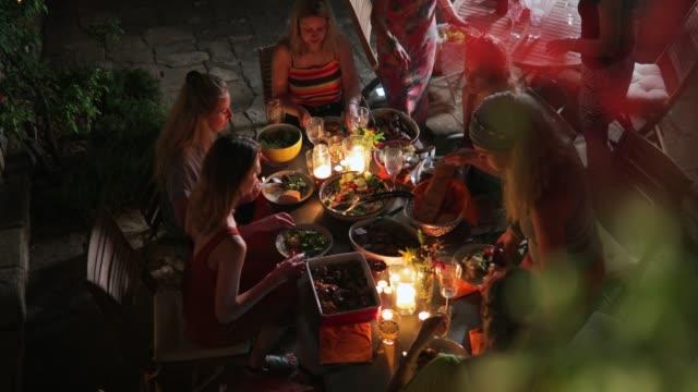 vídeos de stock, filmes e b-roll de uma noite para lembrar em itália - despedida de solteira