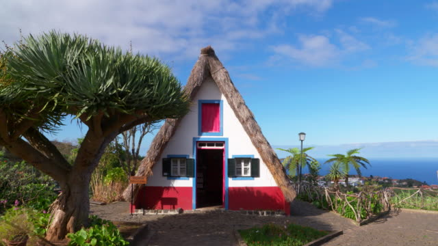 an example of the traditional madeirense home found in the municipality of santana. - strohdach stock-videos und b-roll-filmmaterial