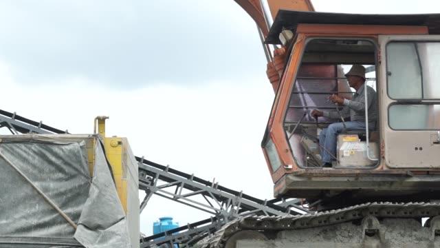 an excavator operates in a quarry in kuching, sarawak, malaysia, on wednesday, april 13, 2016 - サラワク州点の映像素材/bロール