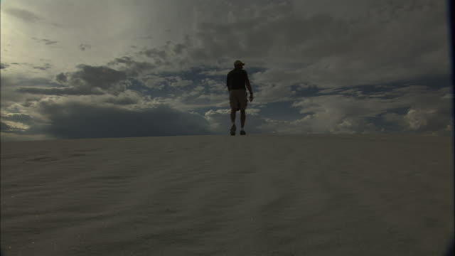 an explorer crosses white sands. - white sands missile range stock videos & royalty-free footage