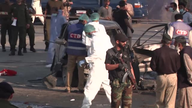 vídeos de stock e filmes b-roll de an explosion has killed at least 20 people and injured dozens in a busy vegetable market in the pakistani city of lahore with initial police... - letra maiúscula