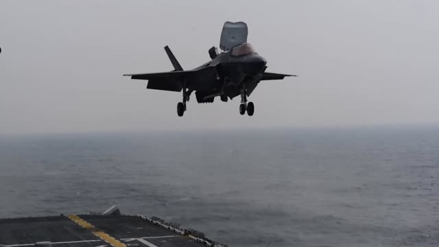 an f35b lightning ii with marine fighter attack squadron 121 lands on amphibious assault ship uss wasp currently located in the indo pacific region - b rolle stock-videos und b-roll-filmmaterial
