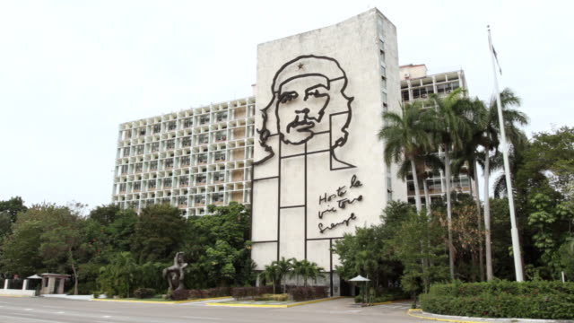 An image of Che Guevara is displayed on the exterior of the Hotel La Victoria Siempre in Havana.