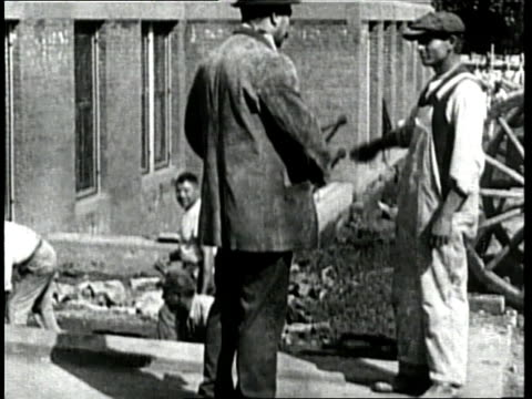 an immigrant starts a new job as a construction worker - anno 1910 video stock e b–roll