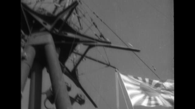 vidéos et rushes de an imperial japanese navy convoy with 39 transport vessels and 50 warships sails near saigon on the indochina coast. - vaisseau de guerre
