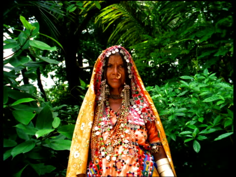 stockvideo's en b-roll-footage met an indian woman wears traditional clothing. - piercing