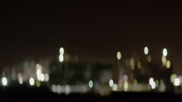 defocus an industrial plant in modesto / california, united states - aufblenden stock-videos und b-roll-filmmaterial
