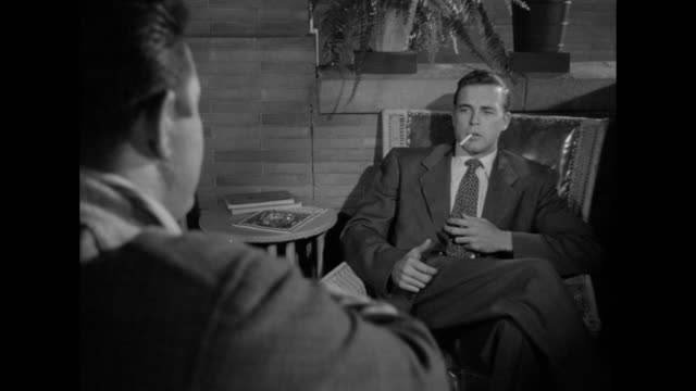 stockvideo's en b-roll-footage met 1948 an injured detective blames his partner for an unsuccessful investigation - verwijten