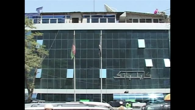 an inquiry into the theft of some $900 million which led to the near collapse of afghanistans largest bank has found there was high level political... - kabul bildbanksvideor och videomaterial från bakom kulisserna