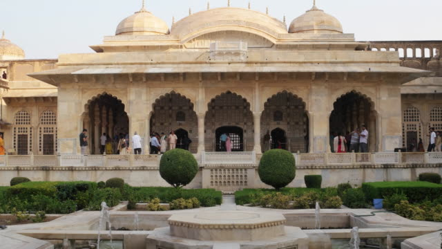 an interior landscaped courtyard with indian architectural elements, inside the amer fort in jaipur, rajasthan, india - courtyard stock videos & royalty-free footage
