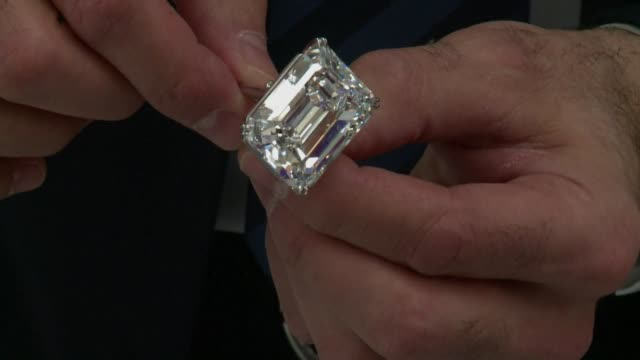 stockvideo's en b-roll-footage met an internally flawless 1002carat diamond was on show monday in dubai ahead of being sold at auction next month by sotheby's which hopes it can fetch... - merknaam