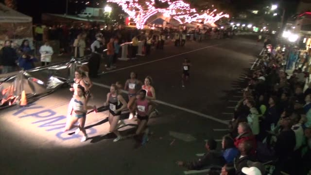 vidéos et rushes de an international field heads to bermuda for a fun filler race weekend with all the trimmings mile race for elite professionals on friday night of... - salmini