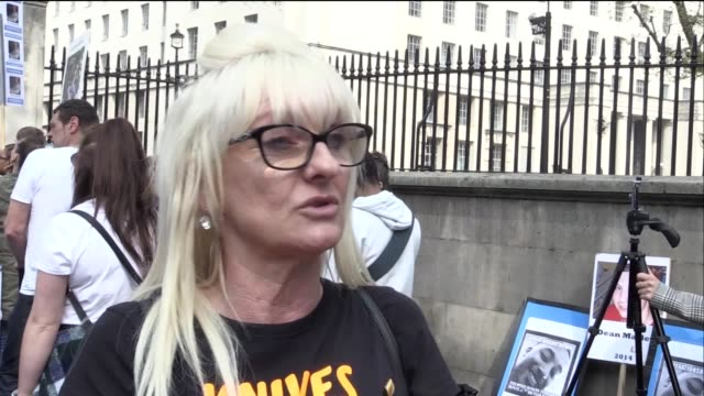 an interview with suzanne hedges whose son ricky hayden was murdered with a machete outside his family home in romford ricky was a bodyguard to... - stechen stock-videos und b-roll-filmmaterial