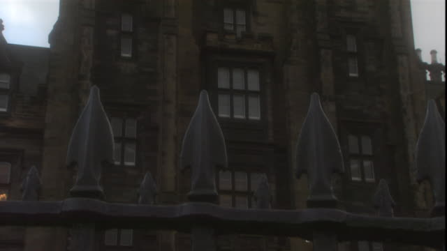 an iron fence encircles edinburgh castle. - pinnacle stock videos & royalty-free footage