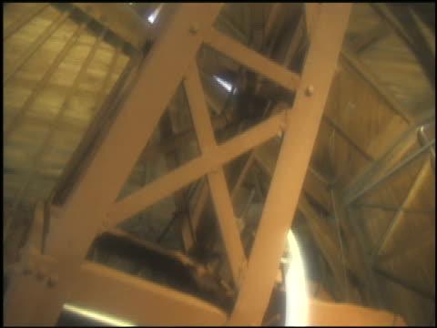 stockvideo's en b-roll-footage met an observatory houses a large telescope. - de ruimte en astronomie