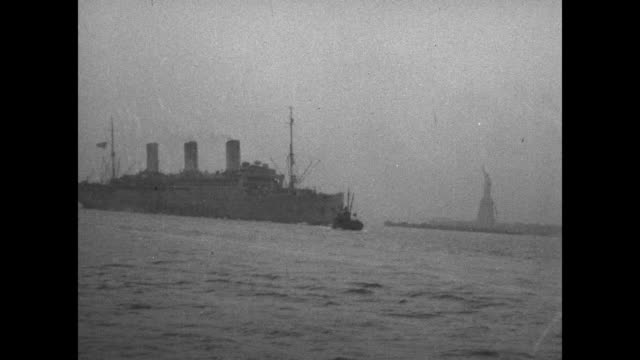 vidéos et rushes de an ocean liner sails past the statue of liberty / note: exact year not known; film has nitrate deterioration - statue of liberty new york city