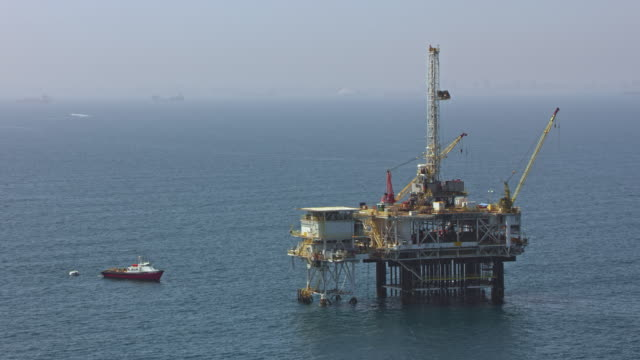 aerial an offshore oil platform in california - oil rig boat stock videos & royalty-free footage