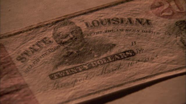 vídeos de stock, filmes e b-roll de an old, faded twenty-dollar bill in new orleans. - deteriorado