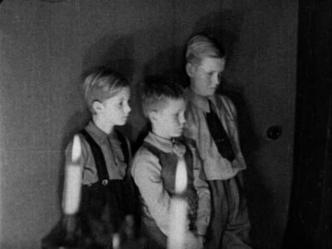 stockvideo's en b-roll-footage met 1938 b/w an older man lies on his deathbed, in the presence of his three grandchildren / netherlands - 1930