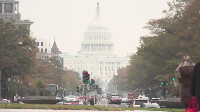 vídeos de stock, filmes e b-roll de an overcast day in washington dc in november, 2017 - pennsylvania avenue