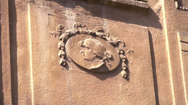 cu of an relief on an old townhouse - weibliche figur stock-videos und b-roll-filmmaterial