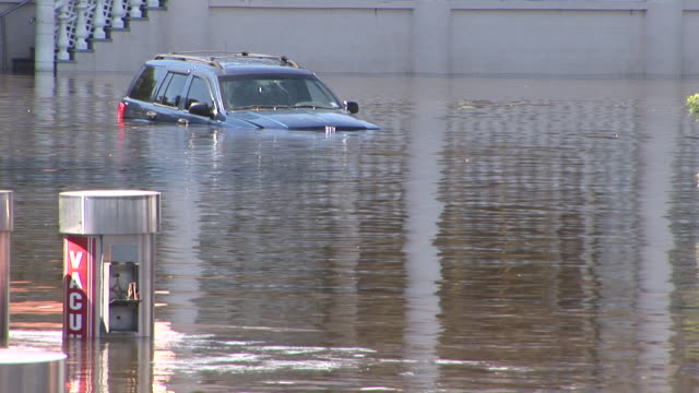 stockvideo's en b-roll-footage met an suv is more than half submerged in deep flood waters in wayne nj after tropical storm lee batters the mid atlantic with record breaking rainfall - recordbrekend