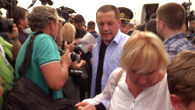 an ukrainian who was jailed in russia walks with their relatives upon arrival during a welcoming ceremony after russiaukraine prisoners swap at the... - political prisoner stock videos & royalty-free footage