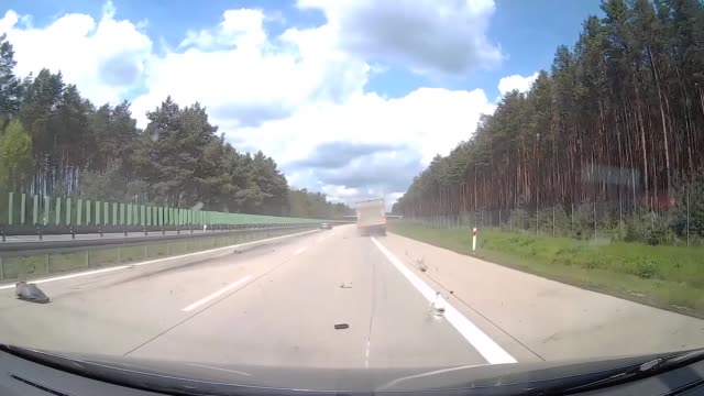 an unfortunate moment caught on a dashboard camera shows the moment when a car crashes into a wayward tire no injuries were reported following the... - annat tema bildbanksvideor och videomaterial från bakom kulisserna