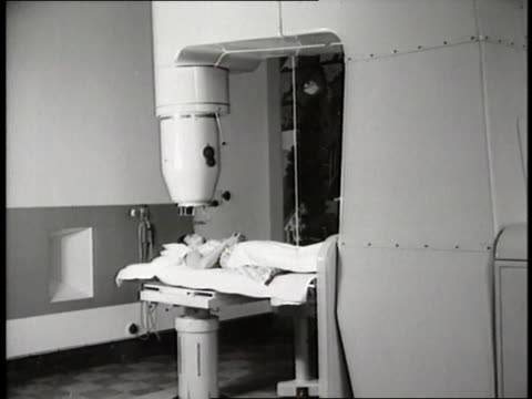 An xray machine revolves around a patient's leg