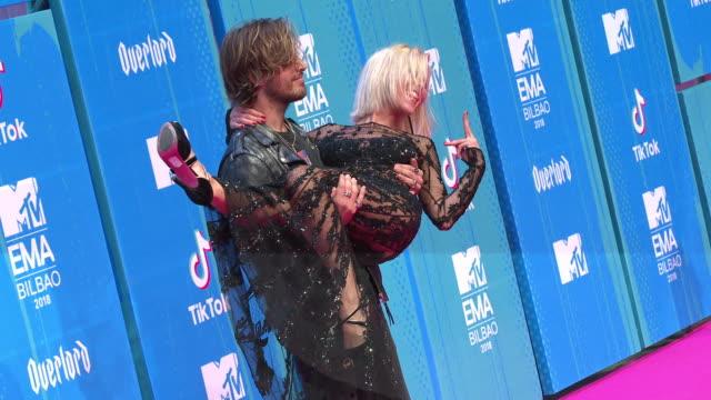 ana fernandez, adrian roma at mtv europe music awards on november 04, 2018 in bilbao, spain. - mtv europe music awards stock videos & royalty-free footage