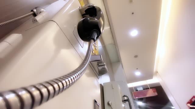telefono pubblico analogico a pagamento retrò - attrezzatura per le telecomunicazioni video stock e b–roll