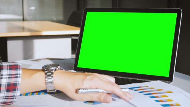 Analyzing business data with green screen