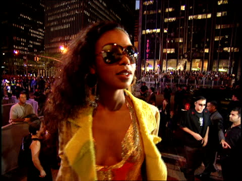 ananda lewis arriving to the 2000 mtv video music awards red carpet - 2000s style stock videos & royalty-free footage