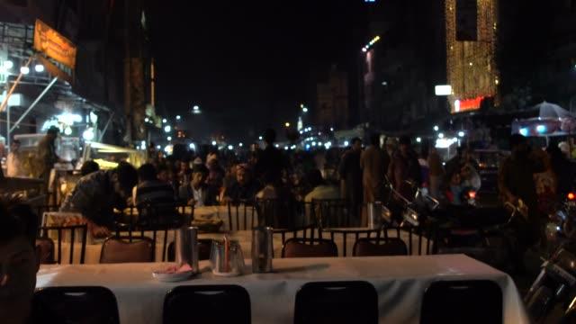 vidéos et rushes de anarkali bazaar, lahore, pakistan; 1 december 2019; anarkali bazaar is a major bazaar in lahore, punjab, pakistan. the bazaar is now divided into two... - lahore pakistan
