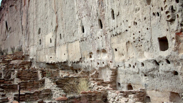 anasazi ruins at bandelier national monum - cliff dwelling stock videos & royalty-free footage