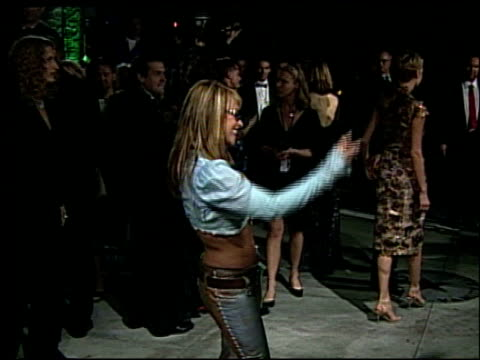 anastacia at the 2002 academy awards vanity fair party at morton's in west hollywood california on march 24 2002 - オスカーパーティー点の映像素材/bロール