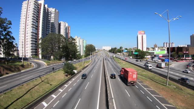 vídeos de stock, filmes e b-roll de rodovia anchieta (sp-150) - céu claro