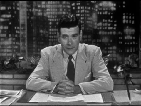 vídeos de stock, filmes e b-roll de anchor frank blair sitting behind desk w/ cityscape bg sot saying photo just arrive presenting for what it's worth there have been unexplained in sky... - ufo