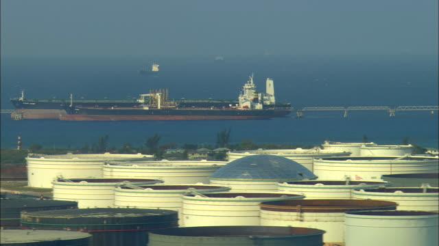 aerial anchored oil tankers and large tank farm at crude oil storage facility, freeport, bahamas - ankrad bildbanksvideor och videomaterial från bakom kulisserna
