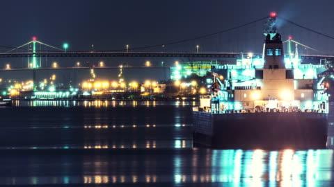 vídeos de stock, filmes e b-roll de ancorado navio petroleiro - oceano atlântico