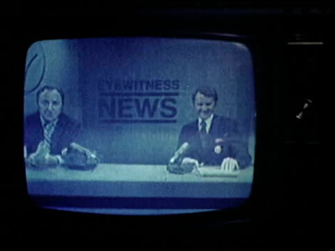 vídeos y material grabado en eventos de stock de / anchormen bill beutel and roger grimsby signing off on the evening news. - television show